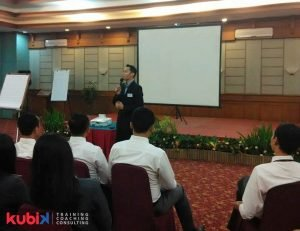 Customer Satisfaction Training di PT. Krama Yudha Tiga Berlian Motors