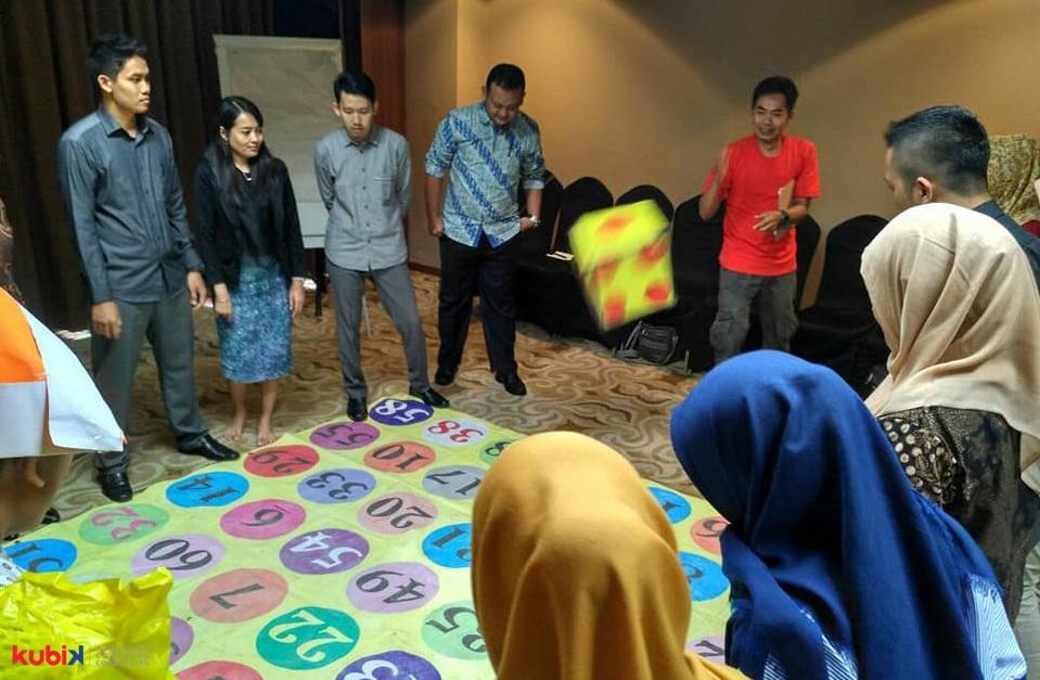 "Inspirational Session dan In Bound Games ""Becoming a High Achiever"" di Bank Mandiri"